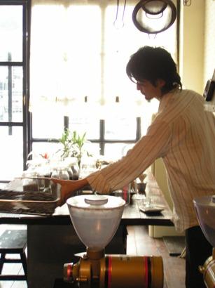 初めまして、野村です!今日もうまいコーヒー淹れますよ!!